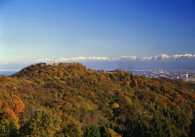 立山連峰や富山湾を眺望できる有名な絶景地
