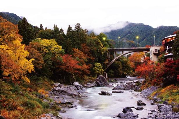 美しい清流と紅葉の日本画のような美景に出会える、御岳渓谷