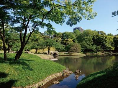 小石川後楽園にある大泉水は、琵琶湖をモチーフにしたシンボル的存在