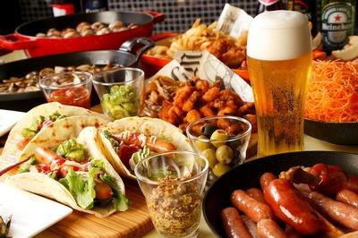 クラウンカフェ ビアテラス / ビールと相性抜群の料理がずらりと並ぶ