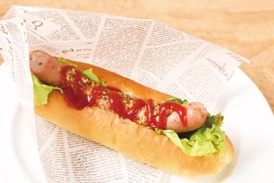 「信州産スモークウィンナーのホットドッグ」(650円)。豚の旨味がギュッと凝縮!プリッとした食感とジューシーさが絶妙/2612Café