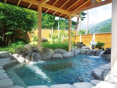 四季の風情に浸りながら温泉を楽しめる