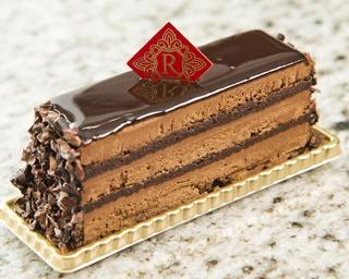 ハマの定番おやつ 実力派ショコラティエが手がけるショコラ&プチガトーが並ぶ 「PATISSERIE CHOCOLATERIE REMERCIER」