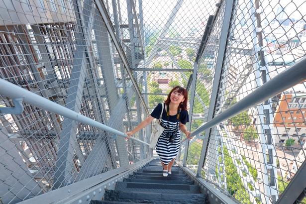 「階段が急で、上るのが大変でした(笑)。想像以上に高くてちょっとドキドキするので、つり橋効果を期待してデートで来るのもいいかも!」ライター・角