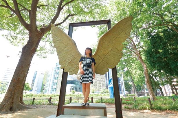 【写真を見る】「意外と知られていないスポットかも。金色の羽、しかも立体ってなかなか見ない気がします!」 ライター・角