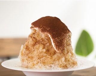 与八郎Cafe&Sweets / 「トリプルベリーパフェ」(788円) には、3種のベリーを使用。店のロゴであるヒゲクッキーのトッピングや、スポンジケーキで作るラスクの食感が楽しい
