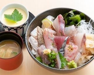 うなぎ料理江戸川(10階)の「明太子と高菜の博多三色鰻重」(2000円)