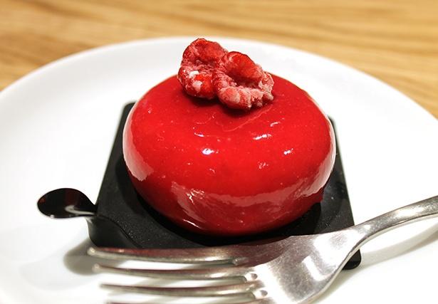 ひんやりとなめらかなジェラートケーキ「モノポーション」(税抜580円)にはホールサイズも。少し溶かしてから食べると滑らかな口当たりで美味しい