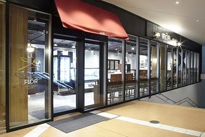 FLORの日本第1号店。店内にはカウンターも含め89席のイートインスペースがあり、ゆったりとジェラートを楽しむことができる