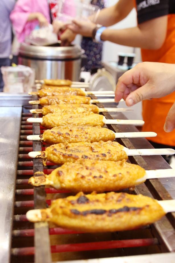 岐阜県恵那市の「五平餅」。「半分、青い。」に登場し一躍注目を集めているが、鈴愛(永野芽郁)の祖父・仙吉役の中村雅俊が同市内の店で焼き方を習ったそう