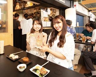 伏見地下街(名古屋市中区)の立ち飲み店で唯一、引き戸がある店。最初は入りづらいかもしれないが、入店すれば居心地抜群で長居しちゃいそう!/和酒立呑 明後日
