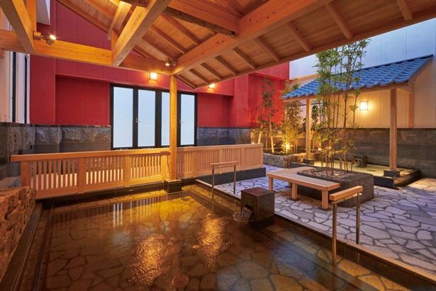 【写真をみる】庭園露天風呂から星を眺めよう/天然温泉 満月