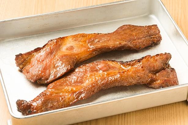 広東料理の手法でオーブン焼きにしたチャーシュー。一度に数本ずつしか作れないため、営業中はずっと焼いていて、出来立てを提供
