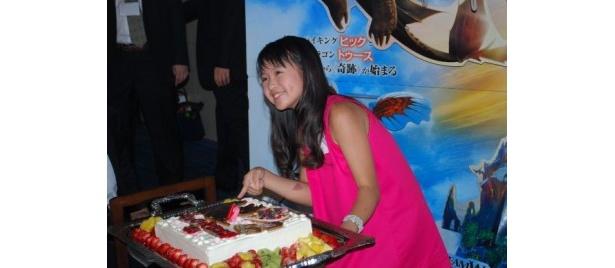 この日、12歳の誕生日を迎え、ケーキに大喜びのさくらまや