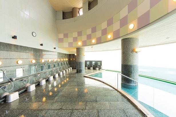 自然光をふんだんに取り入れた爽やかで開放的な展望風呂/三国温泉 ゆあぽーと