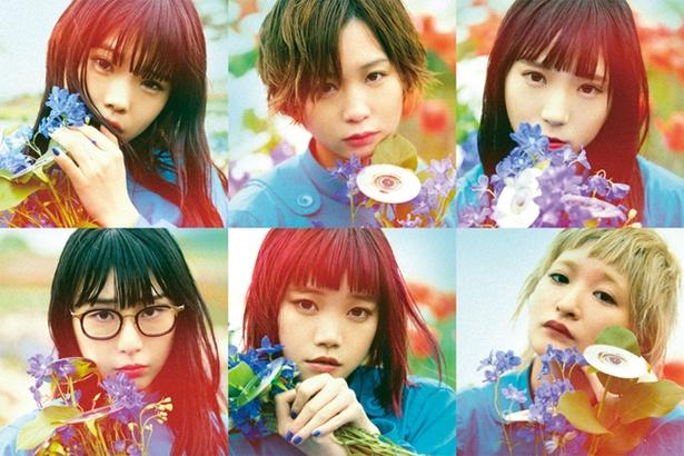 「BiSH」。2016年1月にavexからメジャーデビュー。6人の女性メンバーから成る、楽器を持たないパンクバンド