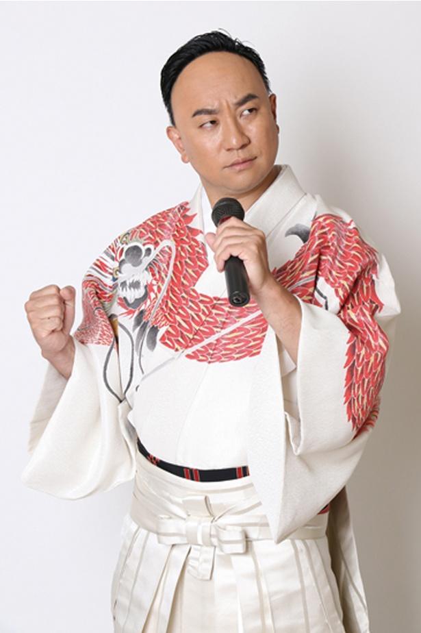 「こぶしたかし」。演歌歌手・細川たかしの弟子として、お笑い芸人のレイザーラモンRGが扮する演歌歌手。あるある替え歌を披露