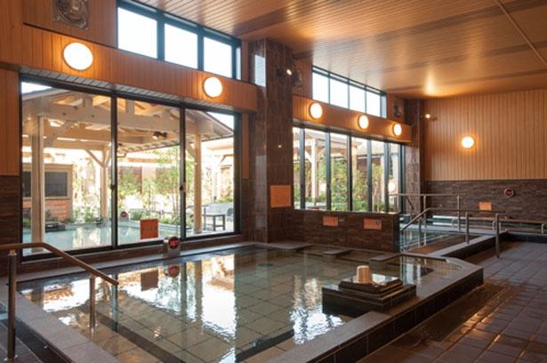 人気の水素風呂をはじめ、露天風呂、電気風呂、ジェットバス、高温サウナなど9 種の風呂を備える。ゆっくりと館内で湯巡りを楽しもう/八尾温泉 喜多の湯