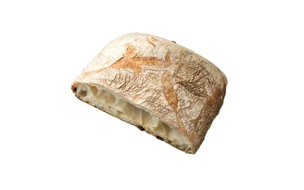「Boulangerie NOAN」の「パン・ド・ロデヴ」(ハーフ291円)。香ばしい皮、気泡を含んだ粗い断面が特徴的。しっとりモチモチな食感がクセになる!