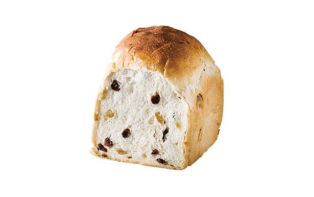 「ベーカリー晴れ」の「レーズン食パン」(1斤314円)。オープン当初からある商品。レーズンを練り込み、プチッとした食感が楽しめる