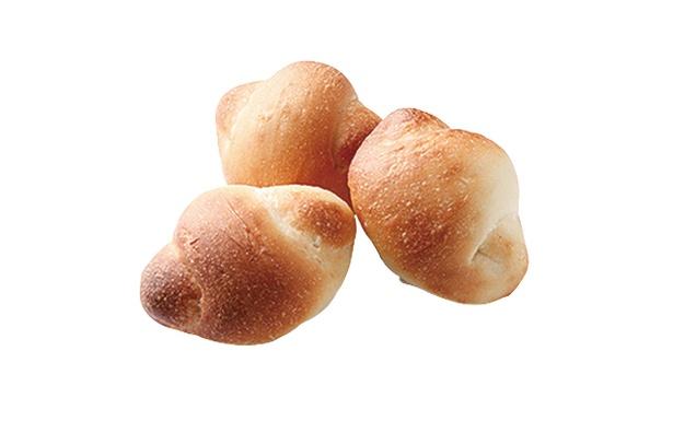 「天然パン工房 楽楽」の「豆乳ロールパン」(432円)。豆乳作りの過程でできるおからも使用。生地はコクがあり、まろやかだ