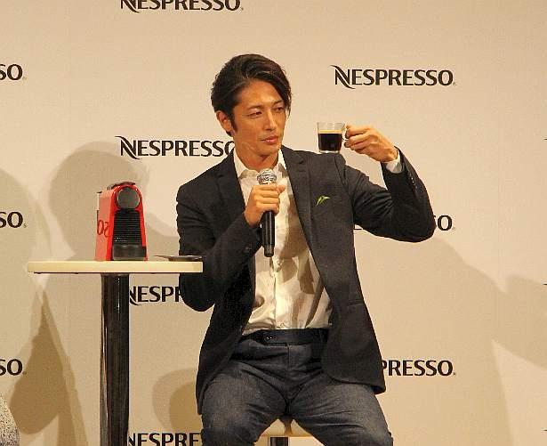 【写真を見る】「僕は苦味が強いのが好き」とコーヒーの味わいの好みを明かした玉木宏