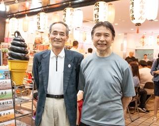 左から黒門市場商店街振興組合の山本善規理事長、吉田清純副理事長