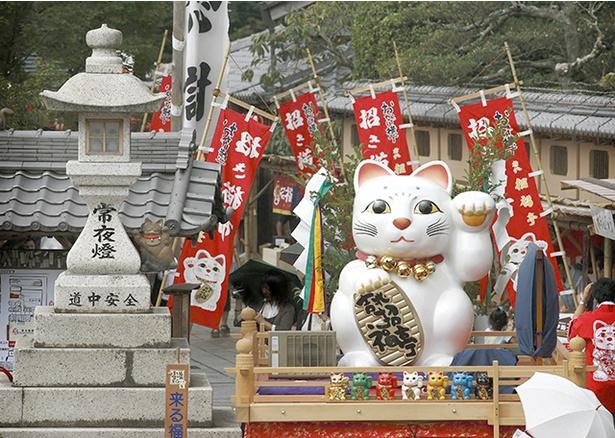 三重県伊勢市に全国の招き猫が集まる!「来る福招き猫まつり」