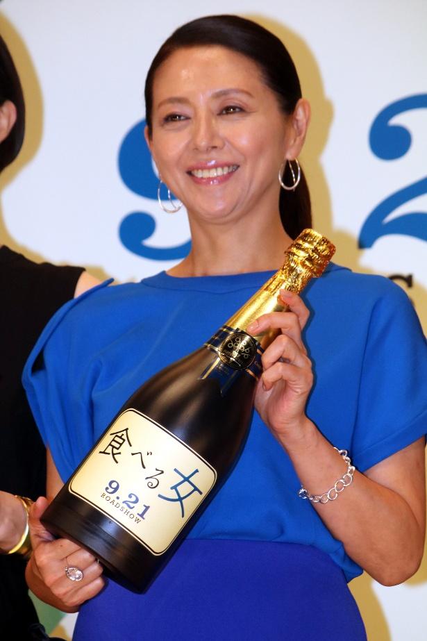 『食べる女』の舞台挨拶に登壇した小泉今日子