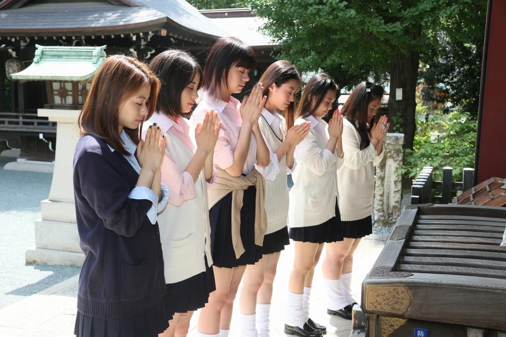 「金王八幡宮」で大ヒットを祈願した一同