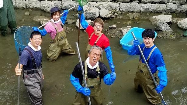 寺島進が「池の水」で番組初となる中国の巨大魚ハクレンを捕獲!