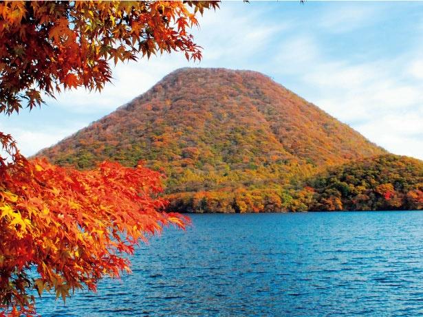 湖畔の宿記念公園からは見事な榛名富士が望める