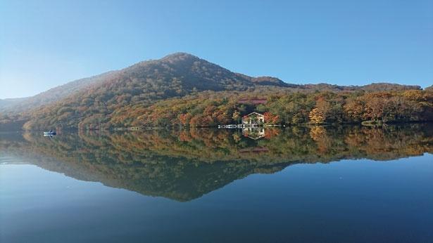 カルデラ湖と紅葉の共演が魅力の赤城山