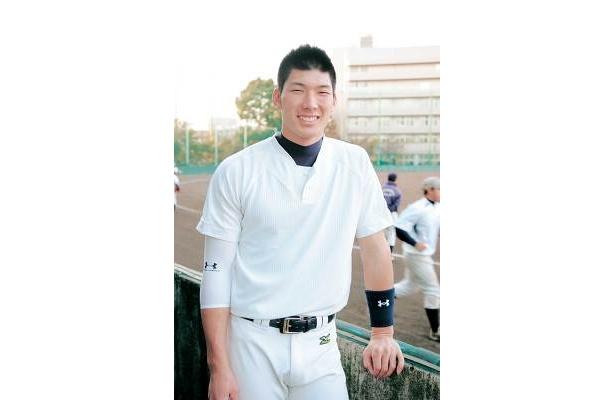 周囲の高校生の中でもひときわ目立つ大田選手。体が大きい!