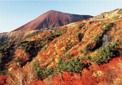 カーブを曲がるたびに美しい山並みや渓谷などさまざまな絶景が現れる磐梯吾妻スカイライン