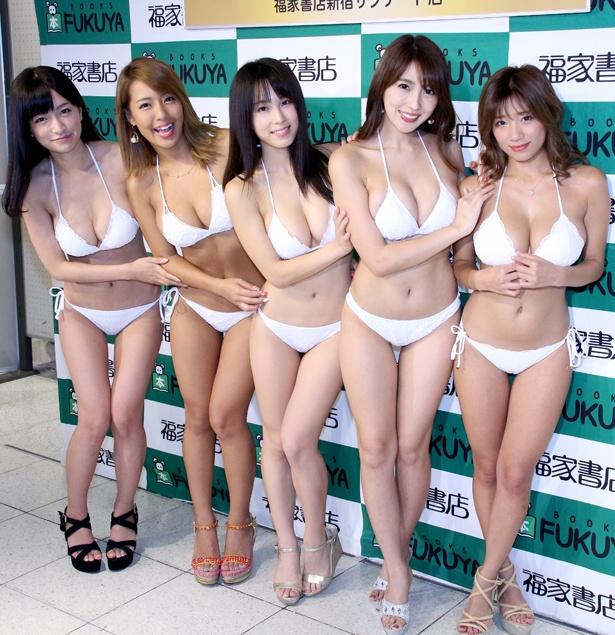 リップガールズの☆HOSHINO、橋本梨菜、犬童美乃梨、森咲智美、葉月あや(写真左から)が囲み取材に応じた