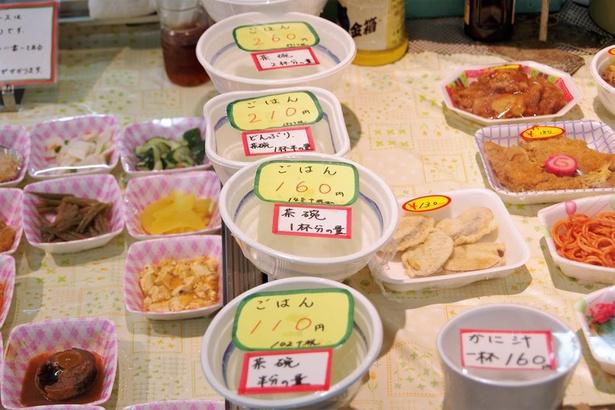 ごはんの量は数パターン。サイズや価格は市場の惣菜店ごとに異なります