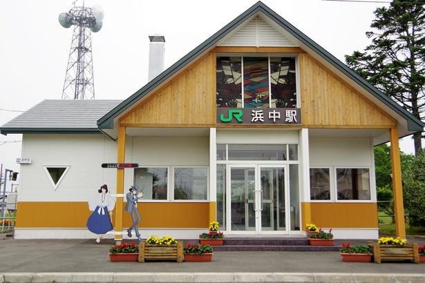 次元と五右衛門は駅舎前で待ち構えていました