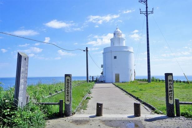 白くてカワイイ形をした納沙布岬灯台(2018年末頃まで、斜面の崩落個所などの工事のため灯台敷地に入ることができません)