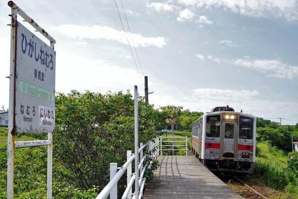 東根室駅にやってきた根室行の列車