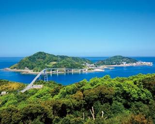 香焼総合公園展望台 / 伊王島大橋と伊王島の全景が収まる眺望が魅力的