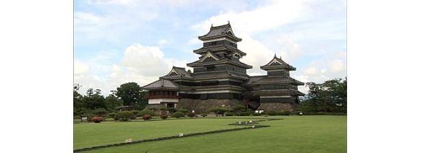 【写真】石川親子が手掛けた国宝「松本城」の美の世界にも迫る