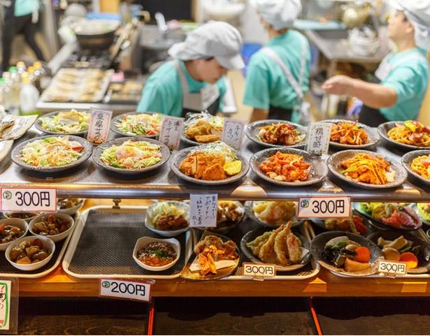 筑前町ファーマーズマーケット みなみの里 / 館内のレストランでは、好きな「おかず」(100~300円)を自由に選ぼう
