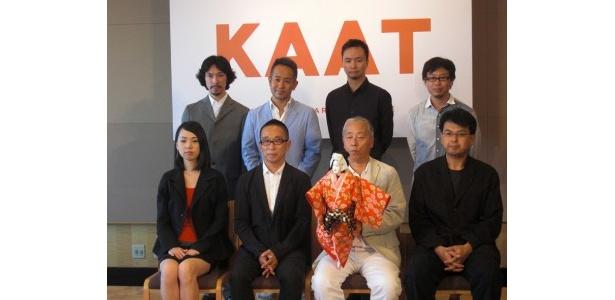 芸術監督・宮本亜門(上段左から2番目)やクリエイティブパートナー、演出家が集結