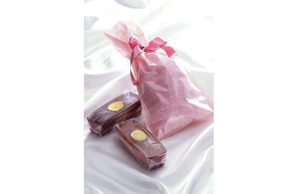 オレンジケーキ、チョコレートチェリーケーキの巾着もセットで
