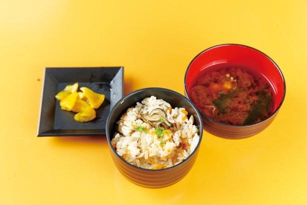 いずれの食べ放題メニューにも季節の炊き込みご飯(具材は時期により異なる)、みそ汁、漬物が付く