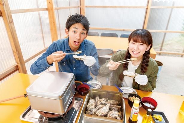 「ガンガン焼きコース」(中学生以上2200円)。自分で缶にカキを入れ、卓上で蒸し焼きに!