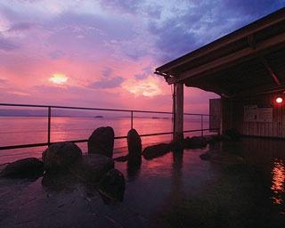 サムソンホテル / 露天風呂から平戸瀬戸を行き交う船を眺められる