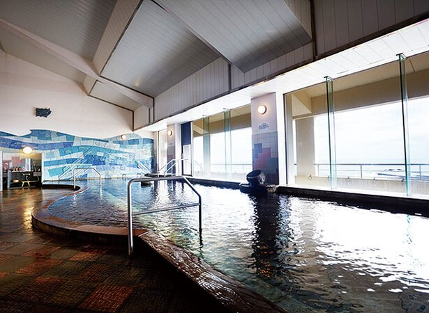 ホテル青島サンクマール / 鬼の洗濯板は浴室の小窓から眺めることができる