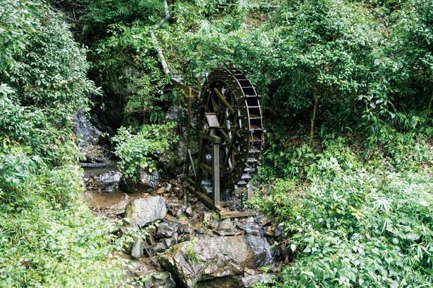 くぎを使わず、保存会の会員が手作りした木製水車